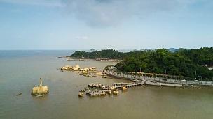中国晴天珠海市著名渔女纪念碑海湾航空全景 延时摄影