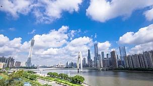 广州近江现代写字楼蓝天。timelapse