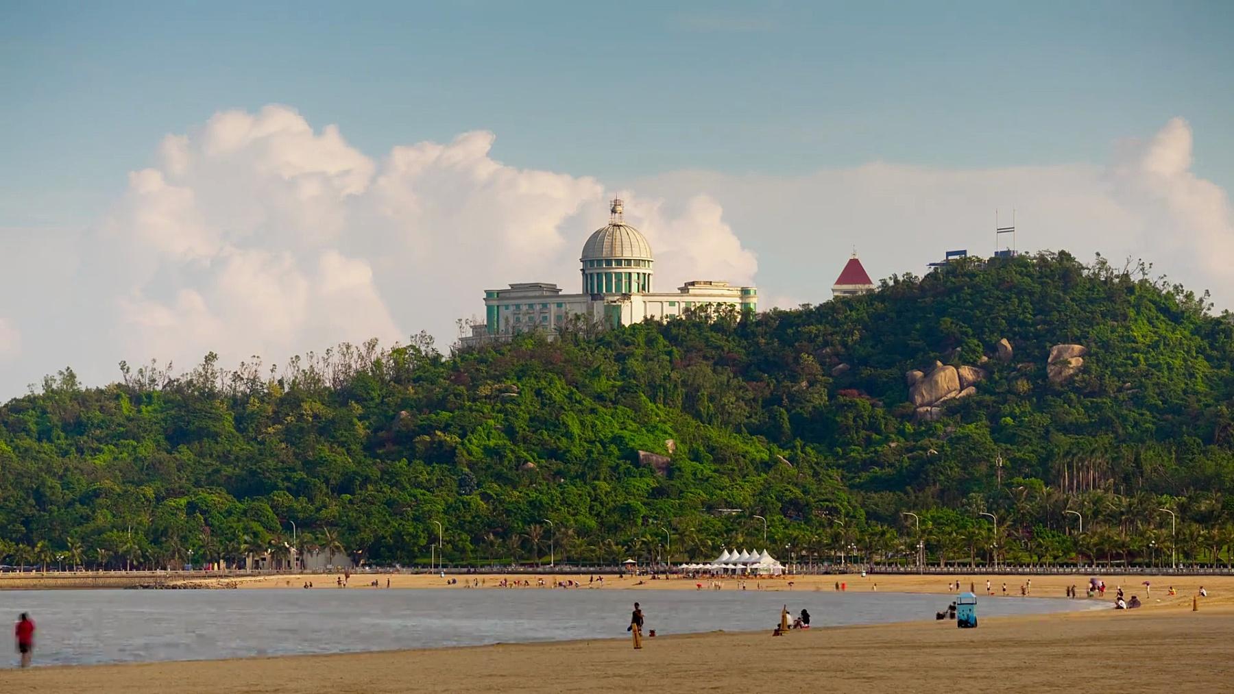 晴天珠海市海滨曼哈顿酒店公园顶全景 时光流逝中国