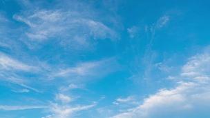 Timelapse 白天云移动天空。
