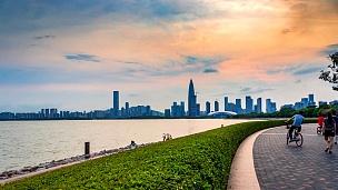 深圳湾公园黄昏时差。中国深圳。
