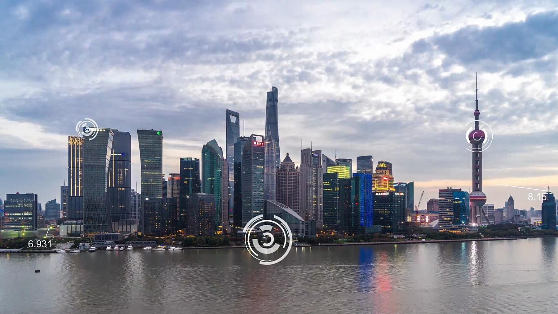 现代智能城市市中心的现代建筑。延时