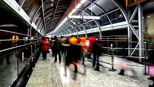 高清延时 中国重庆地铁站的行人人群