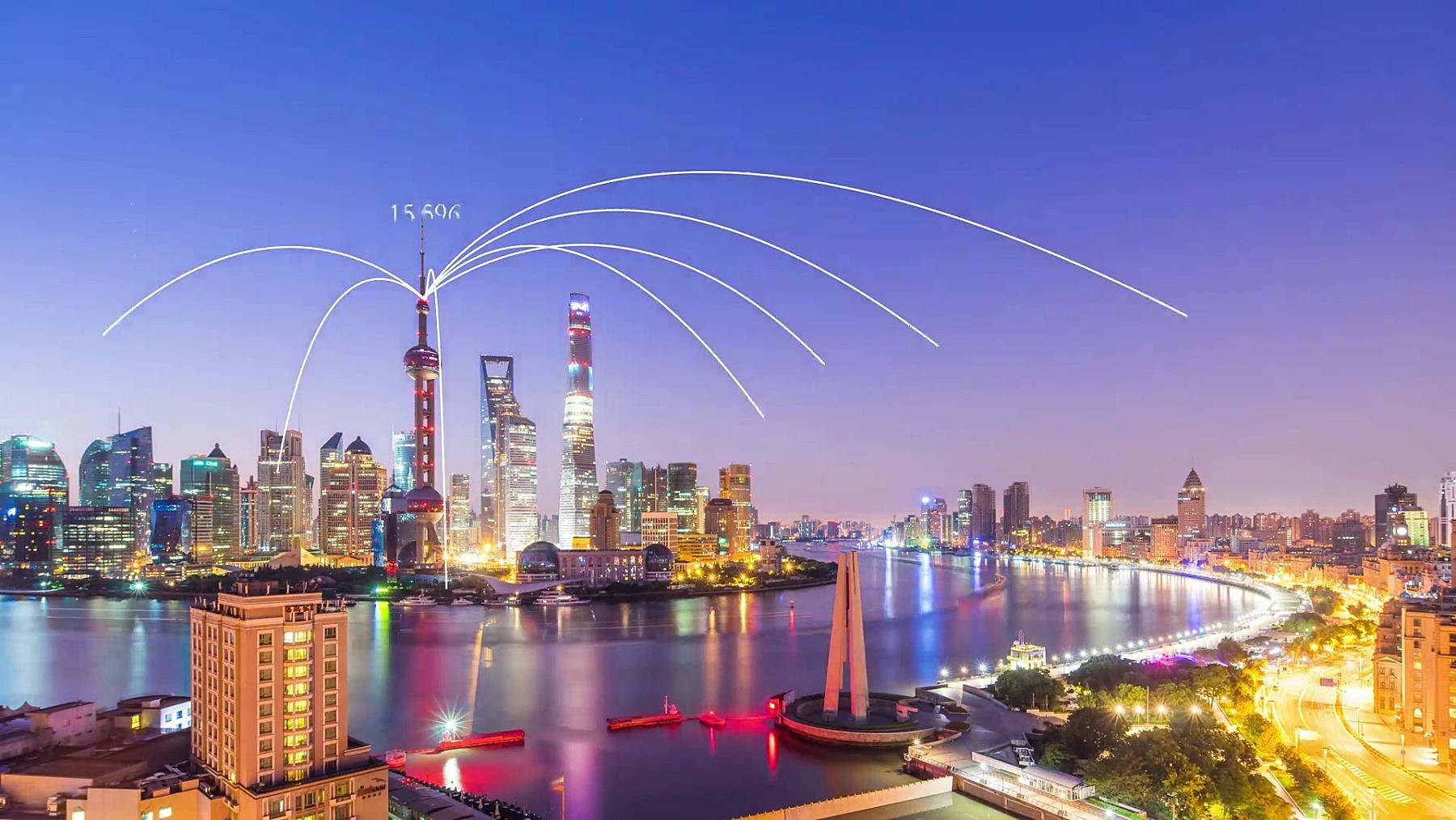 黄昏时分的智能城市中的现代建筑。时间间隔