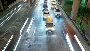现代城市道路上繁忙的交通时间