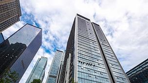 重庆的现代写字楼。时间间隔