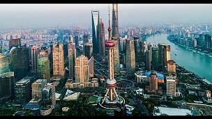鸟瞰上海的天际线和市中心