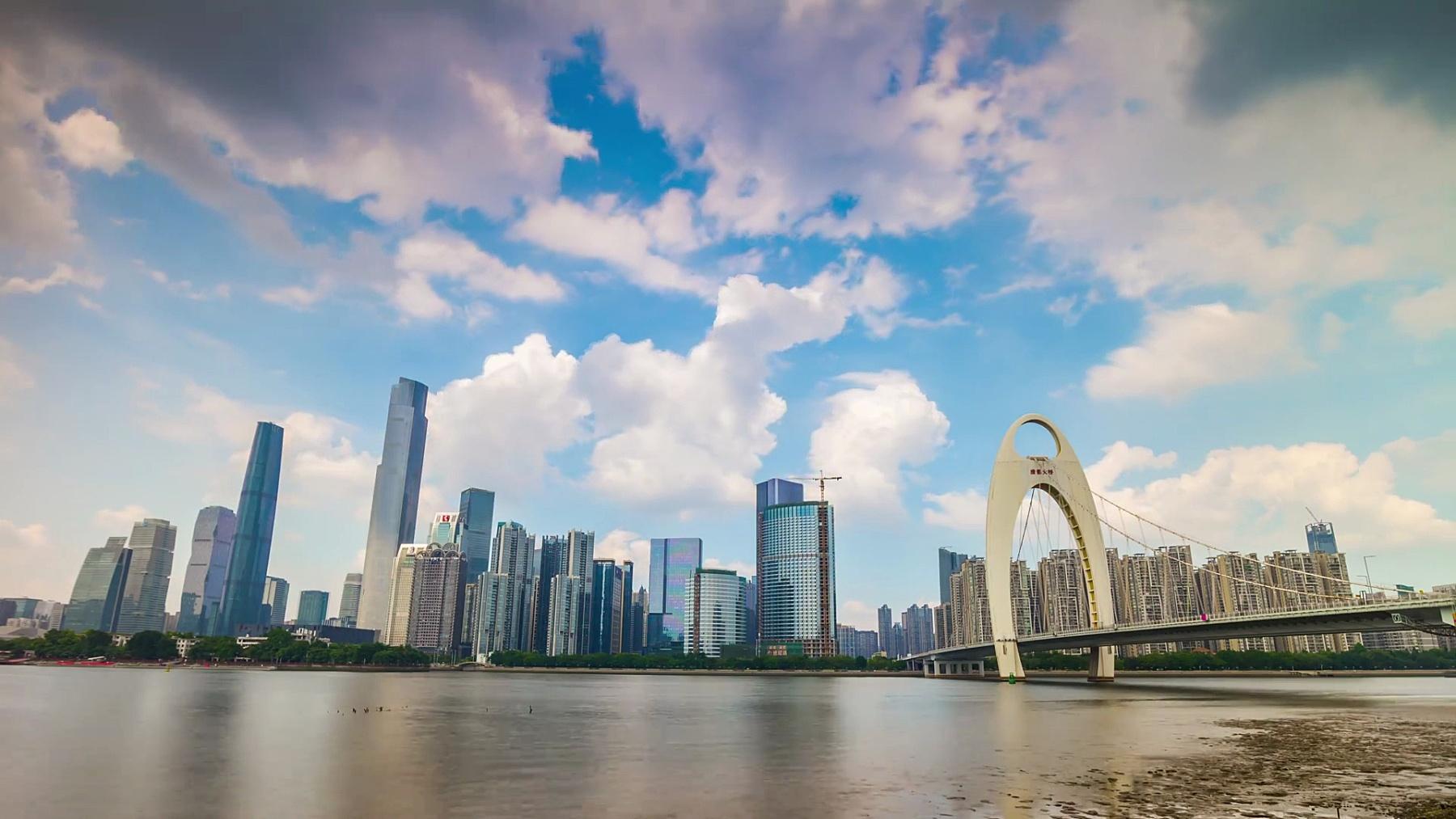 阳光明媚的广州市中心著名的江桥全景 时移中国