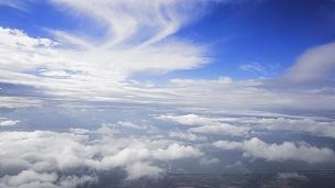 夏日天空中云的 镜头