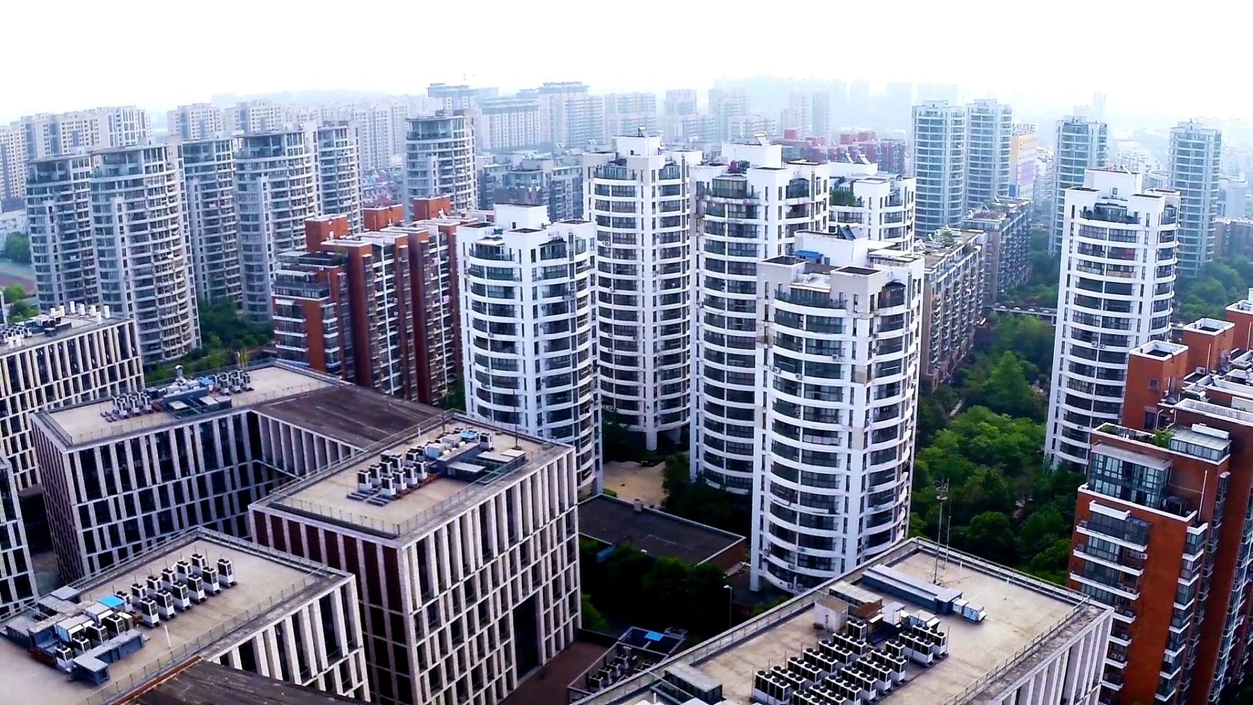实时鸟瞰宁波的天际线和现代建筑。