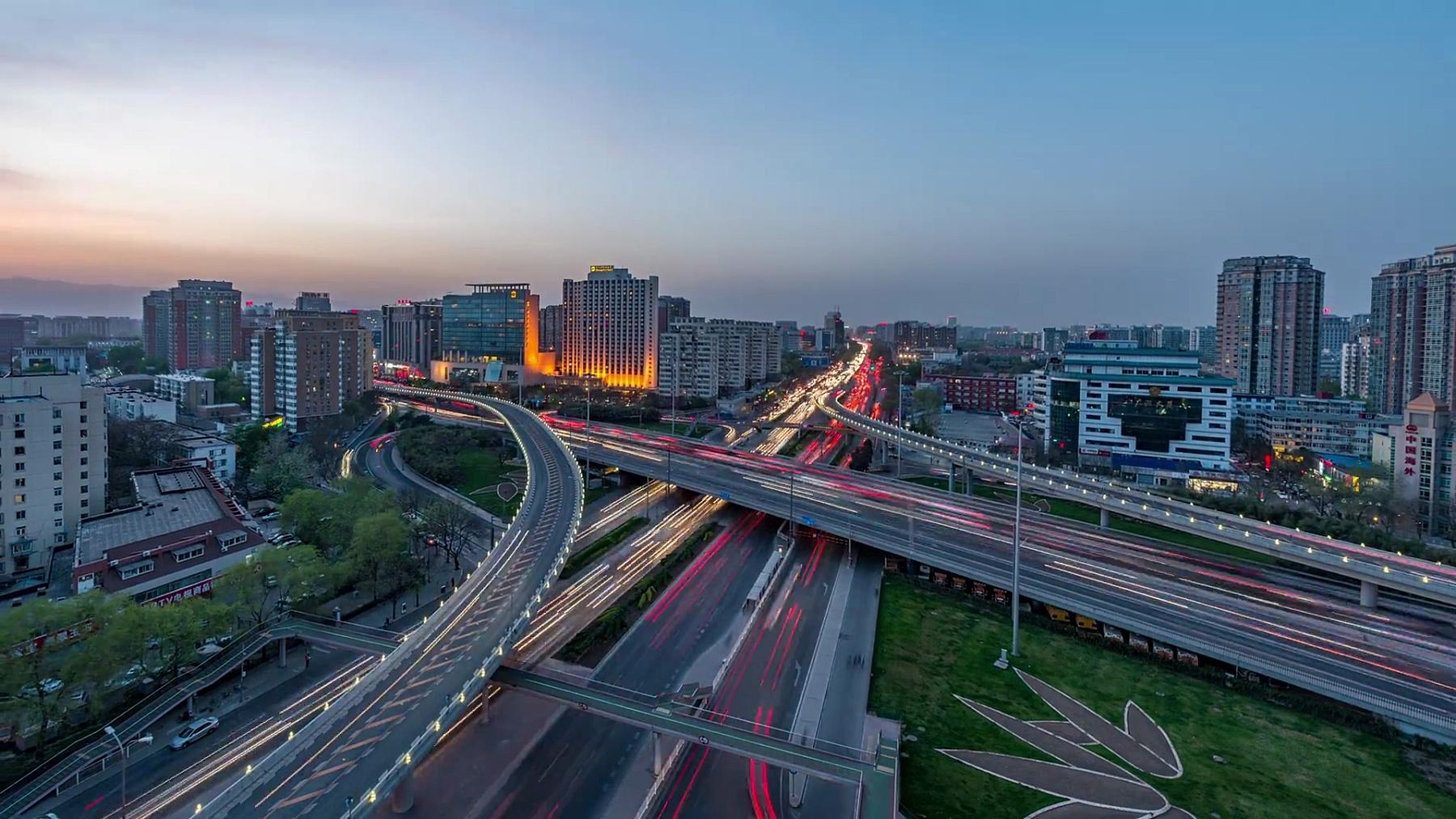 延时摄影-北京的夜间交通,日夜转换(WS缩小)
