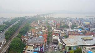 中国日光武汉市交通长江大桥生活区空中俯视