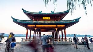 杭州西湖边的古建筑。日日夜夜