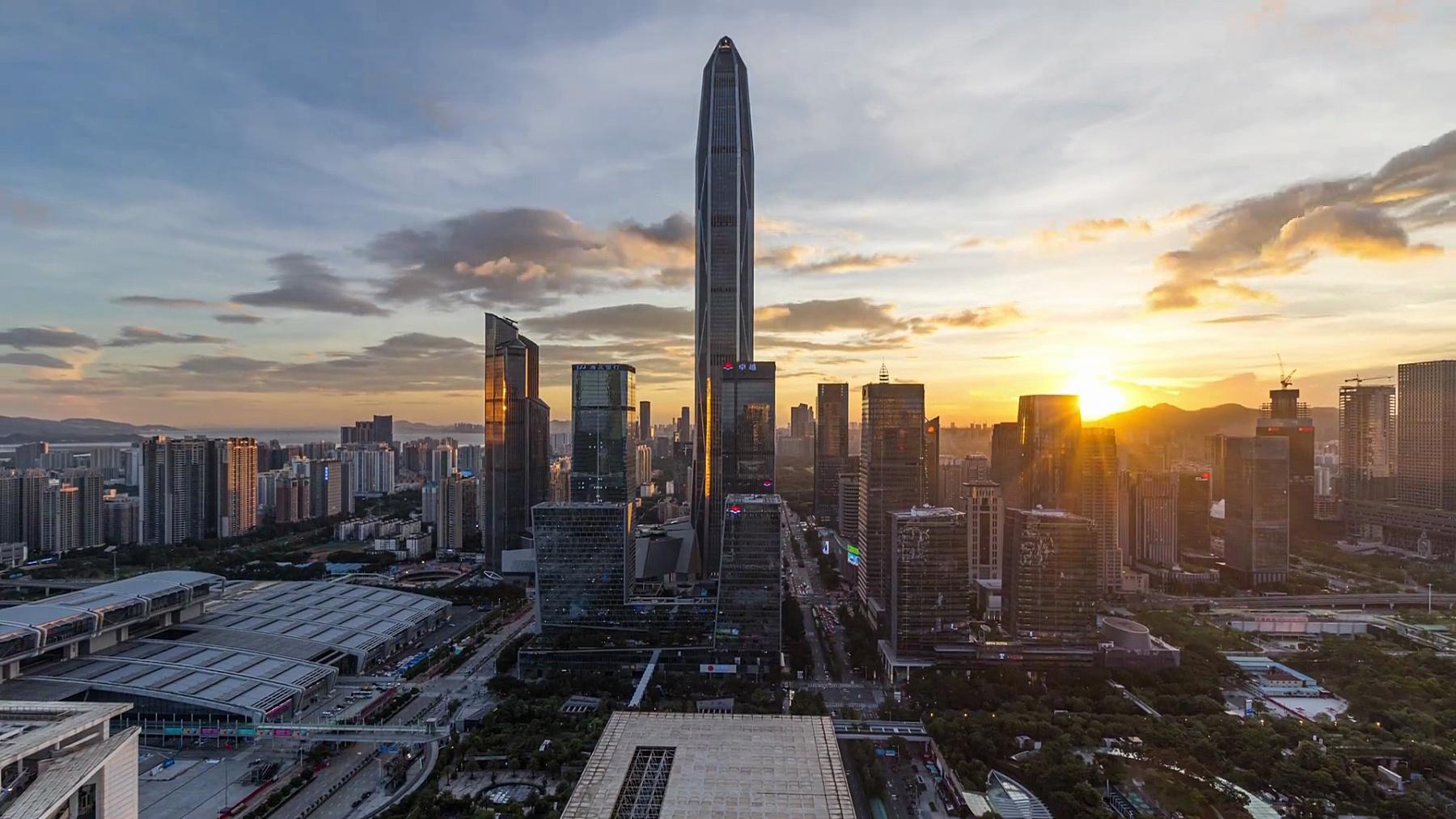 T/L WS HA TU深圳平安金融中心和福田CBD天际线从黄昏到晚上/中国深圳