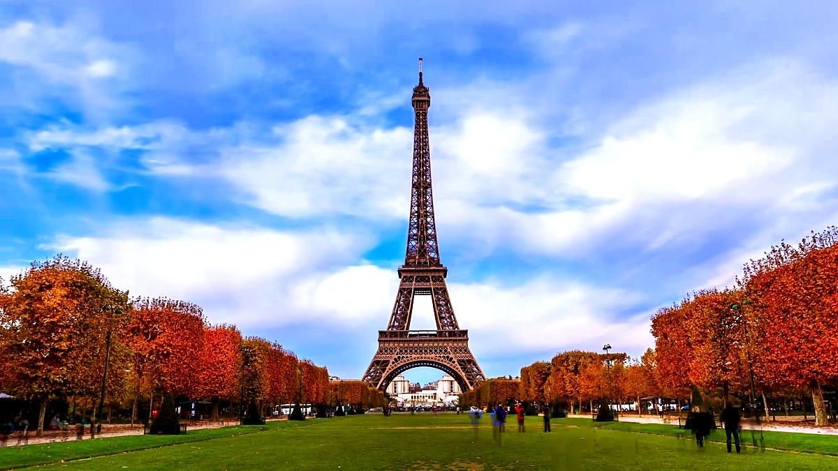 秋天的埃菲尔铁塔