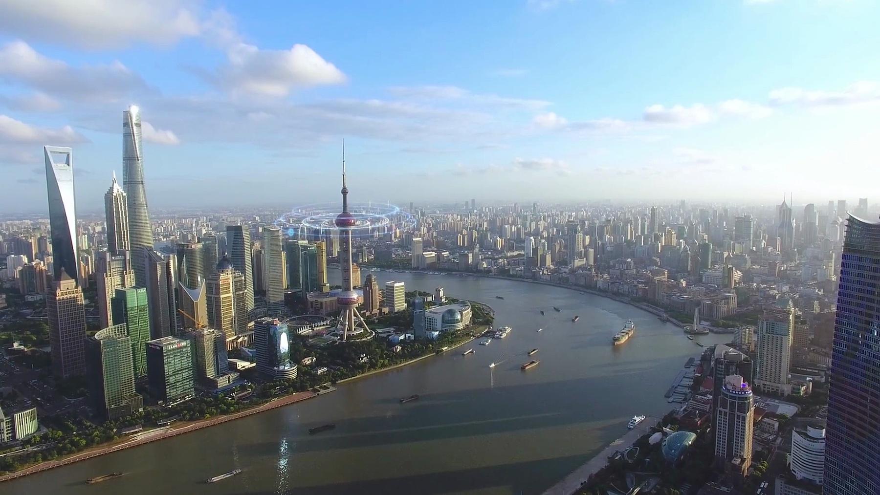 智能城市中现代建筑的鸟瞰,带有运动图形,无人驾驶飞机镜头