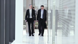 SLO MO执行董事在去参加商务会议的路上