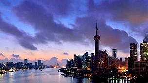 上海天际线在黎明到白天的延时摄影,中国