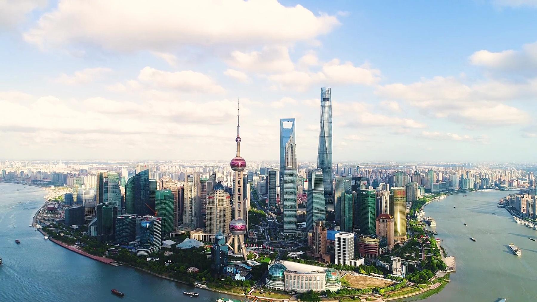无人机拍摄 晴朗天空中上海天际线的 鸟瞰
