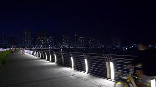 晚上时间珠海市步行桥歌剧院全景 中国