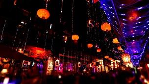 晚上的民俗街