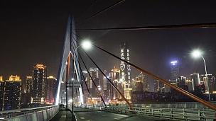 晚上重庆嘉陵江大桥