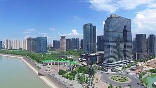 现代城市中临河的现代建筑