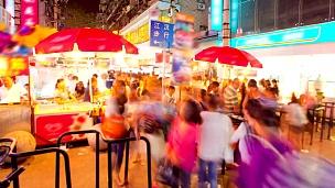 延时摄影中国湖北武汉市广场行人通勤人群
