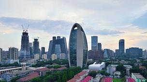 鸟瞰北京城市天际线和CCTV总部,日夜过渡