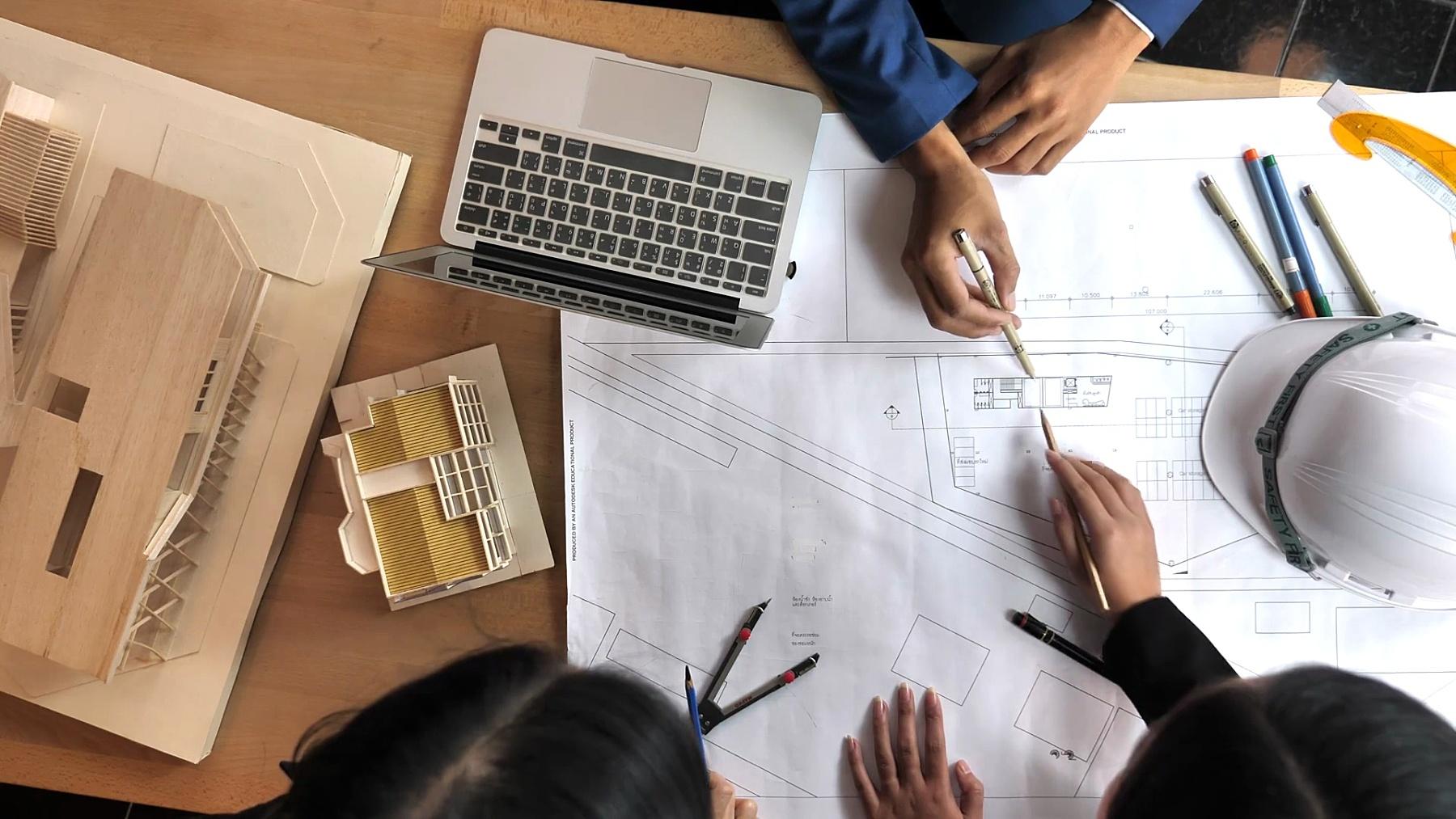 工程师团队讨论和讨论计划