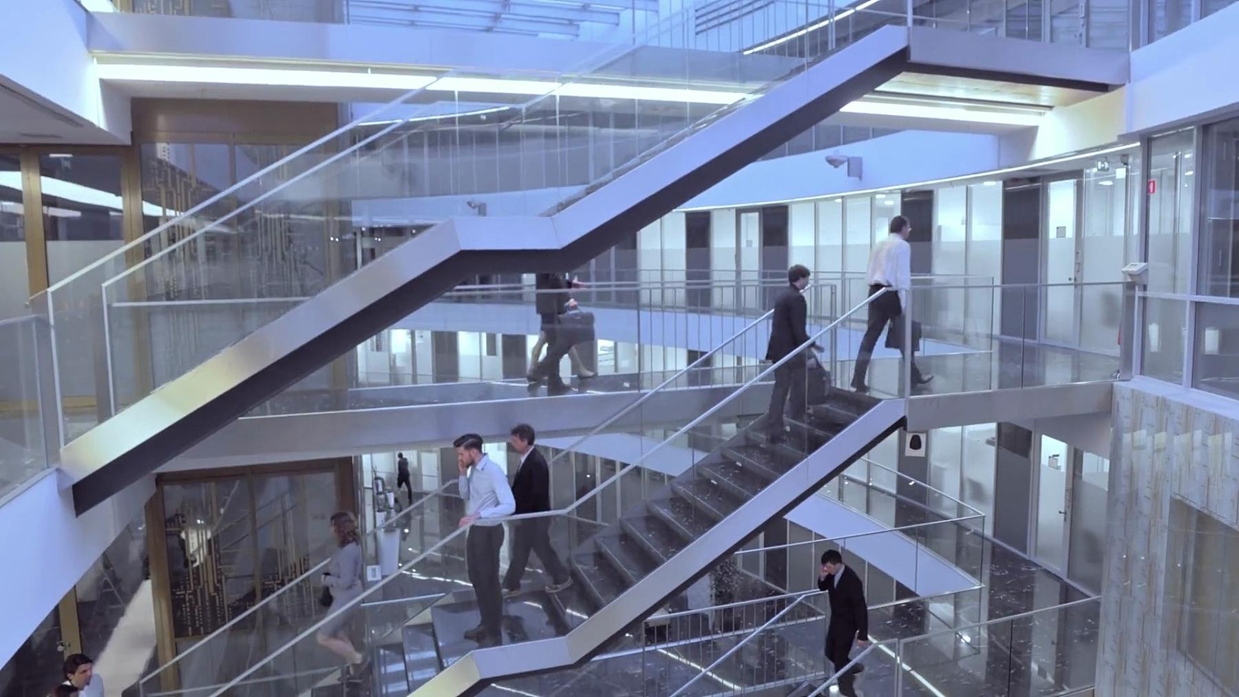 空中繁忙的商务楼走廊