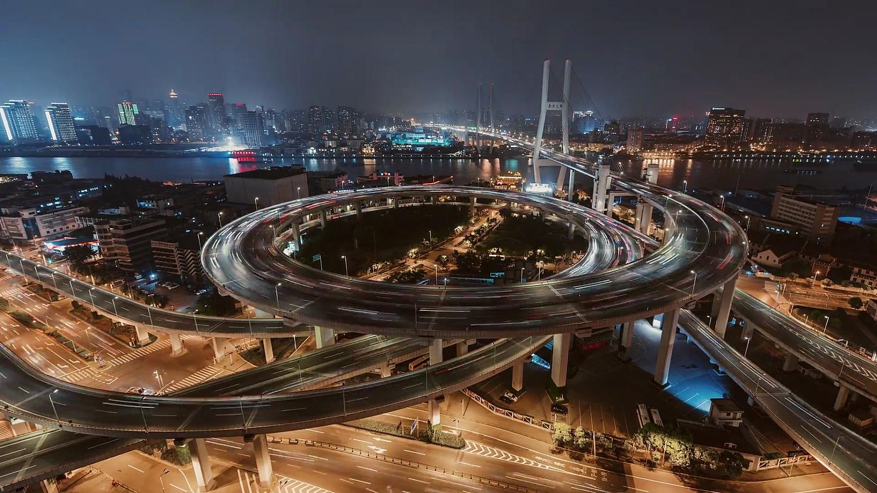 T/L ZI立交桥鸟瞰和城市交通/上海,中国