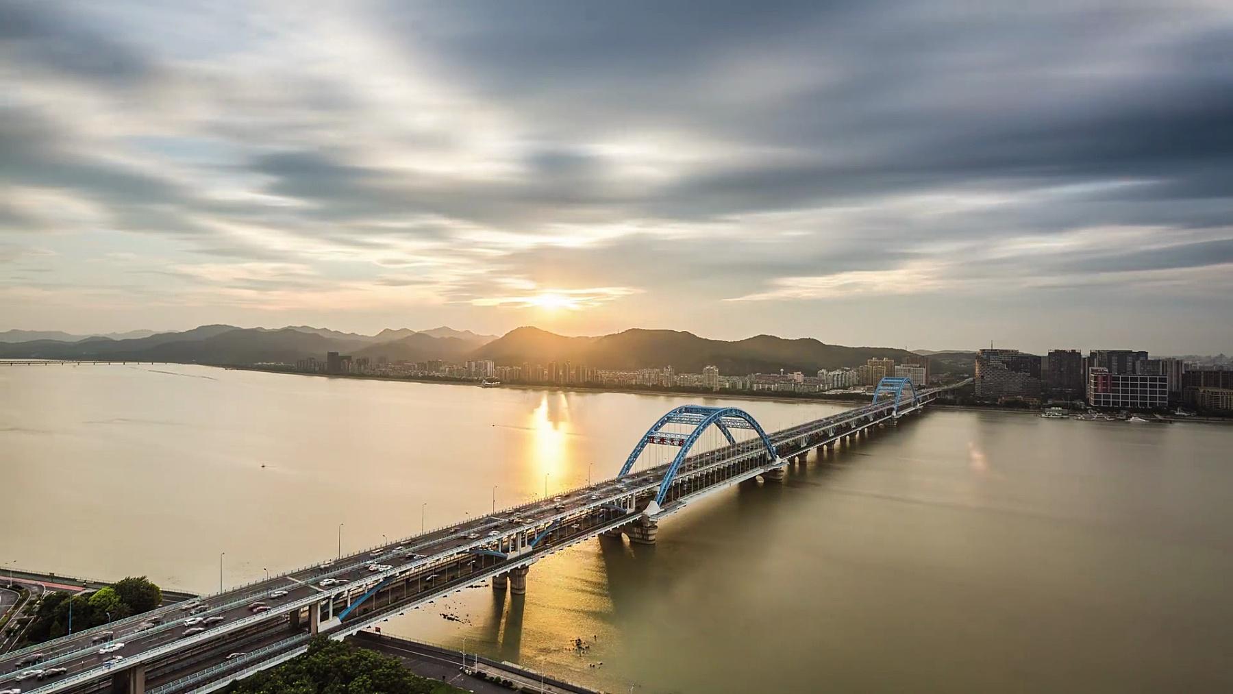 杭州阴天跨江大桥天时