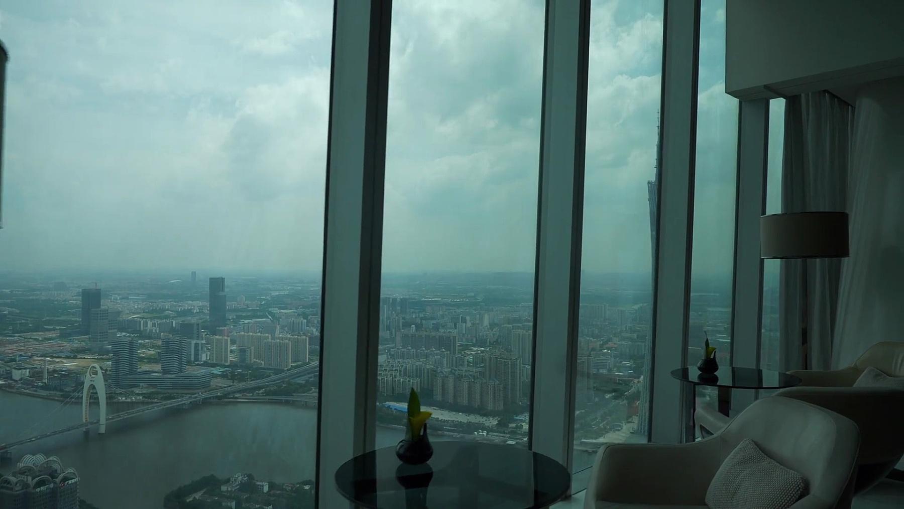 日间广州著名塔顶观景厅慢动作全景 中国