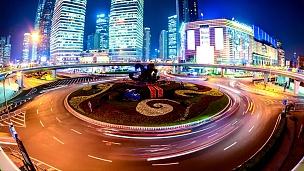 穿过城市的交通,延时摄影