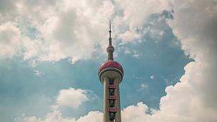 中国上海夏日东方明珠塔顶天空全景 延时摄影