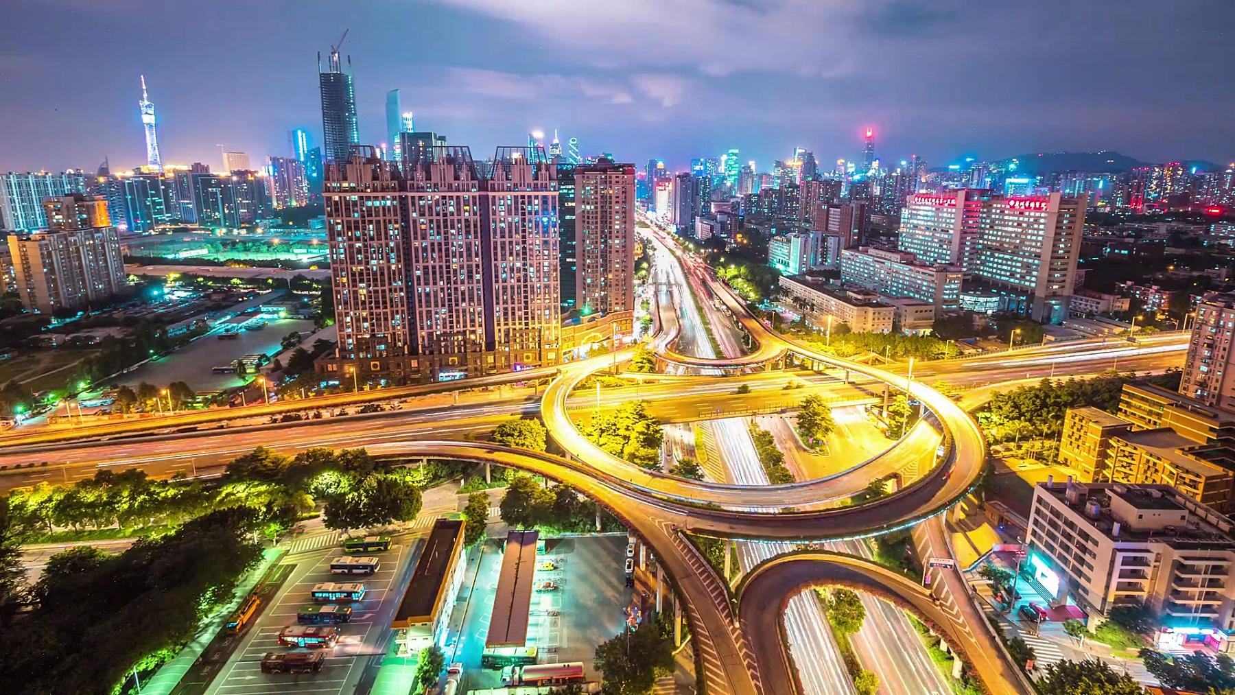 晚上广州市中心道路交叉口交通繁忙。timelapse