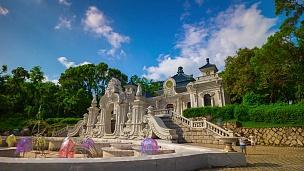 中国晴天珠海著名的新元明公园宫门全景 时差