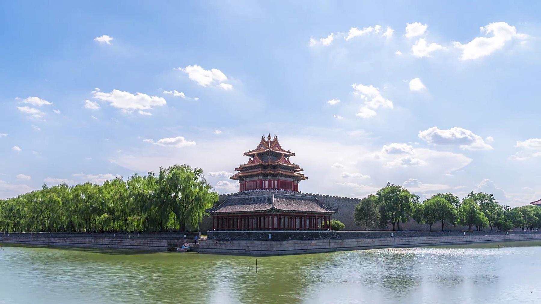 鸟瞰北京的柳树,湖泊和宝塔,时光流逝。