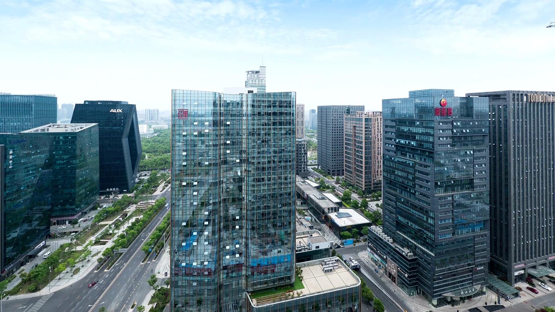 繁忙的交通,现代化的建筑和宁波的城市风光,时光流逝。
