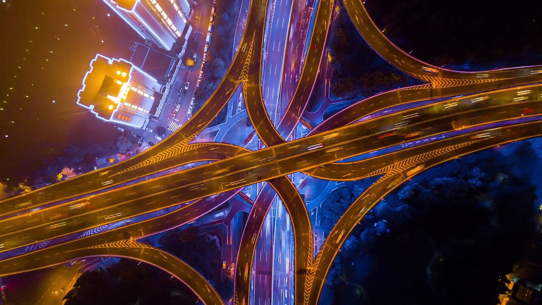 中国夜景照亮上海城市著名交通路口俯瞰空中全景 延时摄影