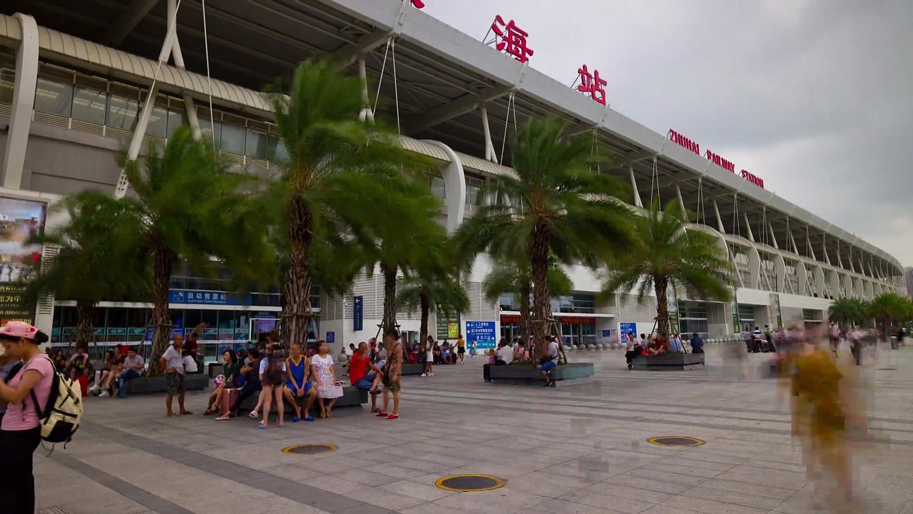 日珠海火车站广场拥挤全景  timelapse China