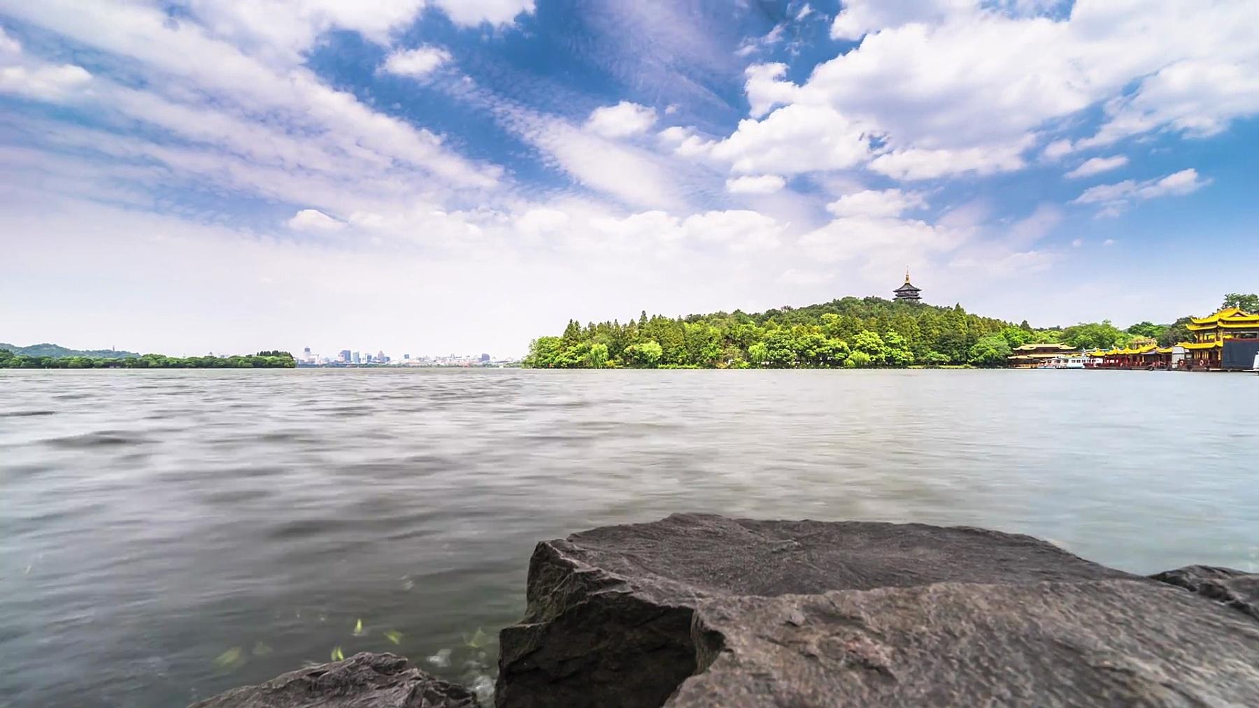 杭州雷峰塔位于西湖湖畔。时间间隔