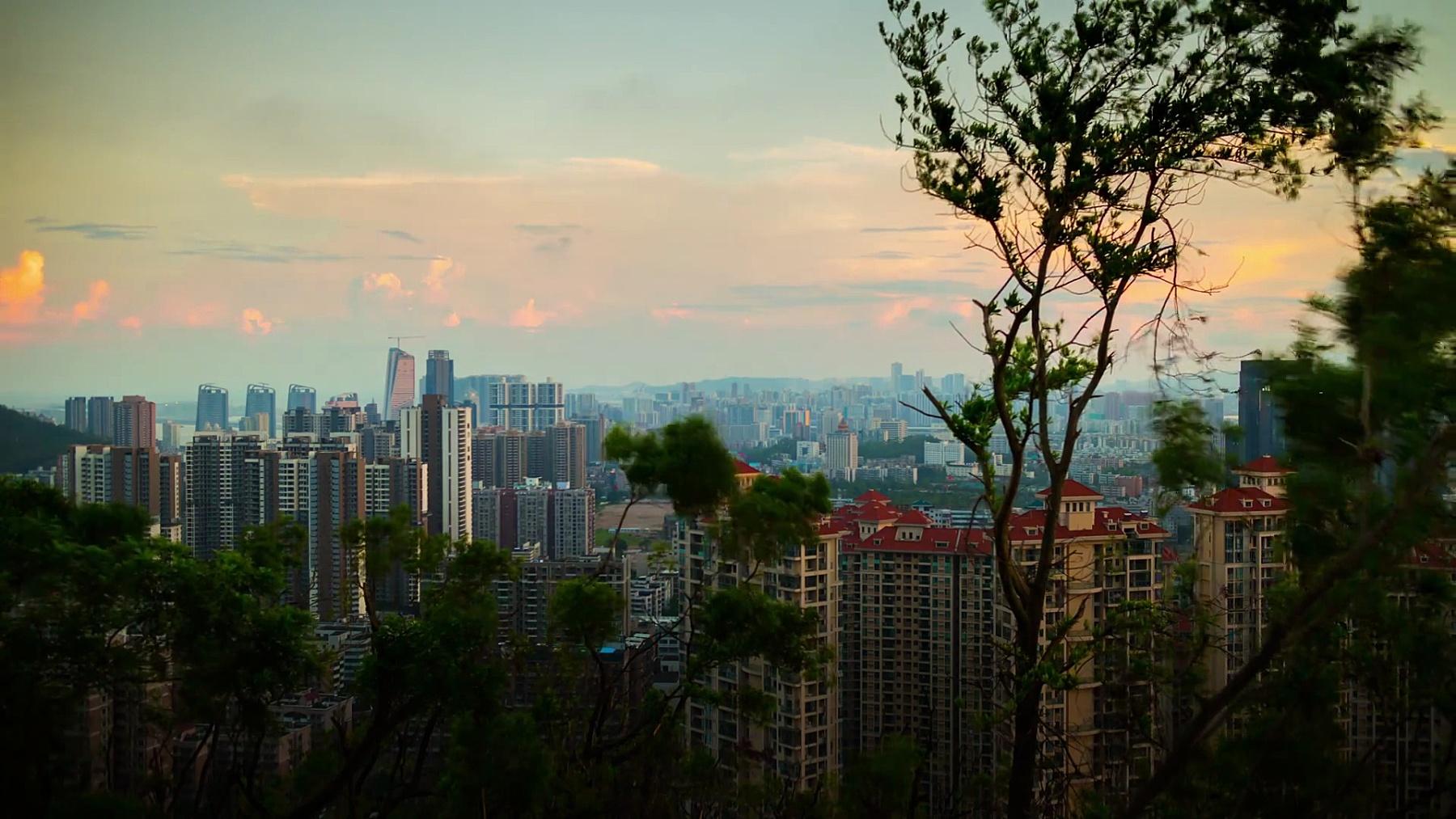 中国日落天空珠海名山公园顶城市景观全景  timelapse