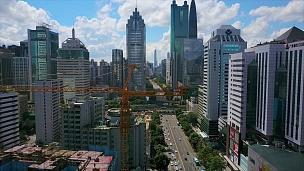 中国晴天深圳市交通道路施工起重机空中全景