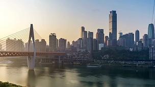日出。重庆城市天际线。延时摄影。