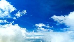云在天空中奔跑