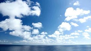 蔚蓝的天空和大海的风景