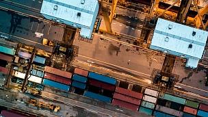 带集装箱船的工业港口鸟瞰,延时摄影